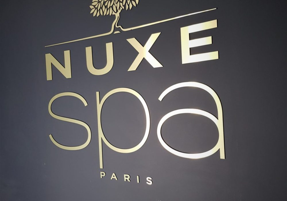 Signalétique logo Spa NUXE doré
